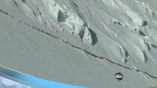 getlinkyoutube.com-Mt. Everest Deaths: Mountain Climbers' Crowded Trail Seen in Video