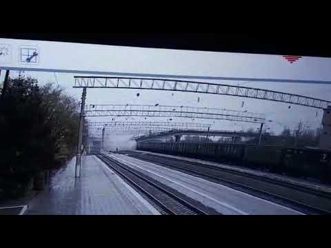Падіння мосту на поїзд зняли на відео