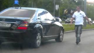 getlinkyoutube.com-3.06.11 Машина с мигалкой сбивает человека