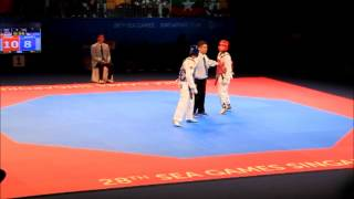 getlinkyoutube.com-Men's Taekwondo -58kg Semi-finals - Philippines v Singapore | 28th Sea Games 2015