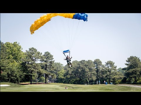Pro Golfer Lexi Thompson Skydives into Afternoon Tee Time