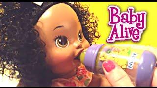getlinkyoutube.com-Baby Alive Snackin' Sara Doll Eats Real Baby Alive Food!