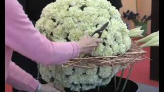 getlinkyoutube.com-2007 Hong Kong Flower Show - Floral Arrangement Demonstration Part3