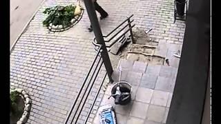 getlinkyoutube.com-Средь бела дня в центре Владимира девушка украла телефон