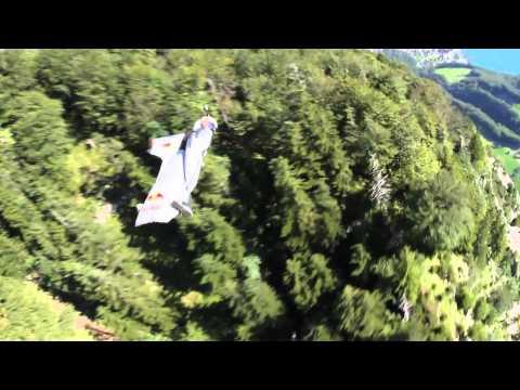 Wingsuit en Suisse avec le Base-Jumper Cedric Dumont