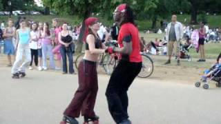 getlinkyoutube.com-Hyde Park Serpentine Roller skating dancing disco 31 May 2009 No1