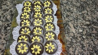 getlinkyoutube.com-حلوى نوار الشمس باللوز والشكلاط  Cookies sunflowers almonds