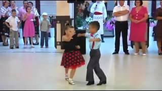 getlinkyoutube.com-Taniec dwójki dzieci