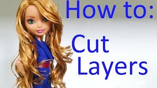 getlinkyoutube.com-Doll Hair Tutorial: Cutting layers on Ever After High dolls by EahBoy