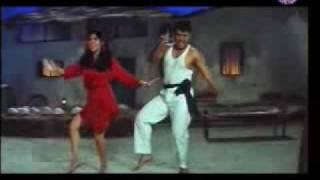 getlinkyoutube.com-Sarkay Liyo Khatiya (Karishma _ Govinda)