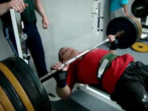 240 кг жим лежа на соревах
