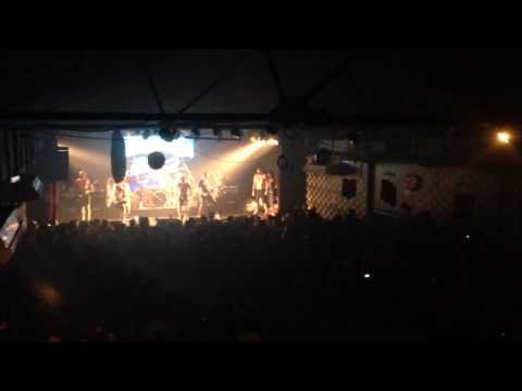 Parkway Drive Argentina 2014 - Romance Is Dead
