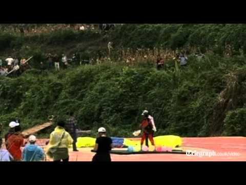 2012 Aizhai Bridge International BASE Jump Festival takes fl