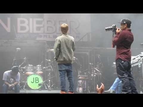 Justin Bieber Soundcheck... -iBxxfOmx4yI