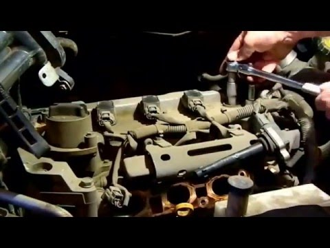 Замена свечей зажигания в двигателе Ниссан HR16DE часть 2