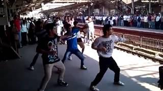 getlinkyoutube.com-Flash mob in Mumbai Railway Station