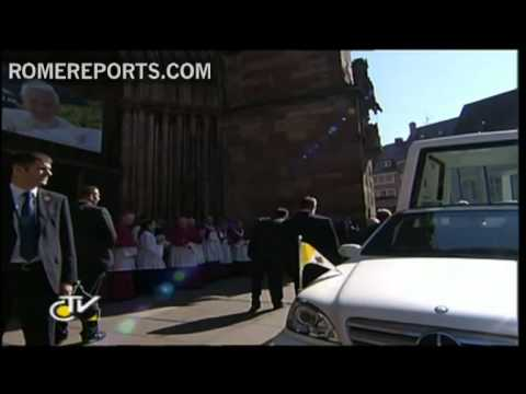 Benedict XVI arrives in Freiburg