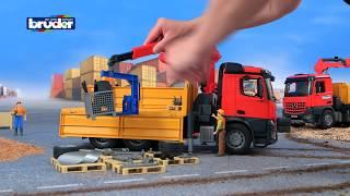 getlinkyoutube.com-MB AROCS Baustellen LKW mit Kran und Zubehör -- 03651 -- Bruder Spielwaren