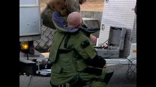 getlinkyoutube.com-Marine EOD conducts suspicious bomb training