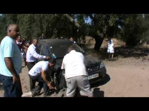 Nosso carro encravado na areia_Dia do batismo_29 de Agosto 2010.mpg