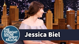Jessica Biel Eats in the Shower
