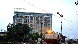 getlinkyoutube.com-Railway Kereta Api : Sibuknya Stasiun Malang Kota Lama pada sore hari