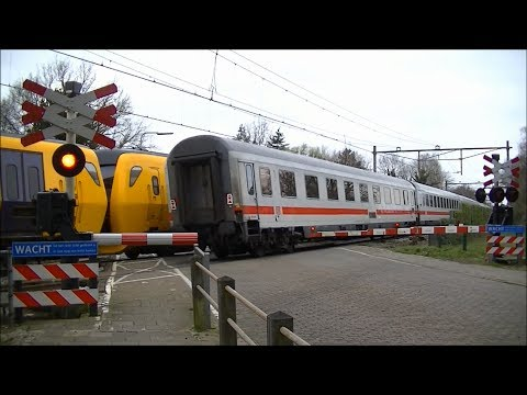 Spoorwegovergang Borne // Dutch railroad crossing