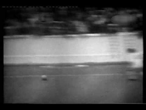 1966 - Leeds United v Manchester United - Elland Road - 06