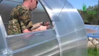 getlinkyoutube.com-Инструкция по сборке форточки для теплицы из поликарбоната