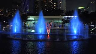 getlinkyoutube.com-KLCC Petronas Musical Water Fountain, Suria KLCC, Malaysia (My Heart Will Go On)