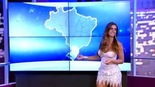 getlinkyoutube.com-Luciana by Night: Nicole Bahls troca as bolas como 'garota do tempo' (5)