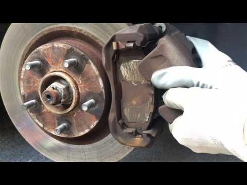 Замена передних тормозных колодок на Ниссан Алтима 2007 г.в.