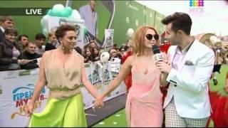 "getlinkyoutube.com-Жанна Фриске на красной дорожке ""Премии Муз-ТВ 2012"""