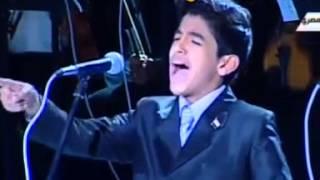 getlinkyoutube.com-طفل يغني وهو يبكي لوالده احد شهداء الشرطة وبكاء الرئيس منصور والسيسي ومشهد مؤثر جدا