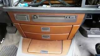 getlinkyoutube.com-BMW 745 750 - Dash CD/Tuner Module & Storage Trays Removal