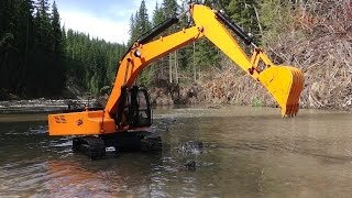 getlinkyoutube.com-RC ADVENTURES - Piling Rocks in a River with a 4200xl Hydraulic Excavator 1/12 scale