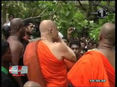 in Sri lanka , Dambulla city   Muslims  Mosque  attacked  by  buddhist  monks
