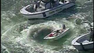 getlinkyoutube.com-Police capture 14-ft boat circling out of control