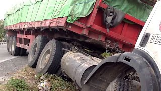 getlinkyoutube.com-Mercedes Benz Trailer Truck Crash Siba Surya