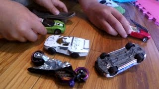 getlinkyoutube.com-Kids Playing HOT WHEELS Crash and Smash Trucks, Toy CARS Action!