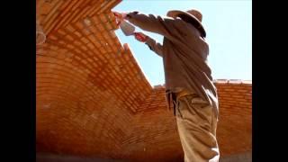 Albañiles nivel dios desafían la gravedad, Impresionante construcción de una Bóveda Catalana