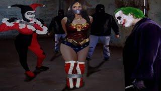 WONDER WOMAN VS JOKER GIRL DC Superhero Toys BATGIRL SUPERGIRL Kinder Surprise Eggs TOYSTOSEE