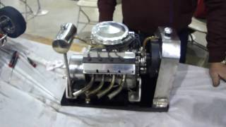 getlinkyoutube.com-Model hemi V8 gas engine running scale model