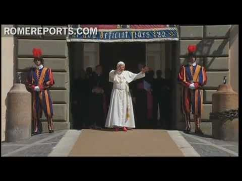 Pope renews general audiences from vacation home at Castel Gandolfo
