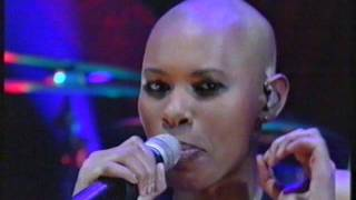 """getlinkyoutube.com-Jools Holland (1999): """"We Don't Need Who You Think You Are"""" - Skunk Anansie"""