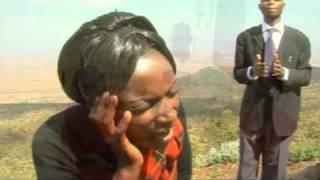 getlinkyoutube.com-Mungu Huyajibu Maombi by Lydiah Nyairabu