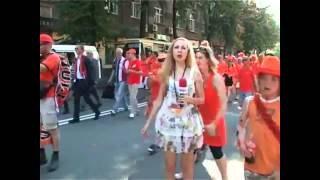 getlinkyoutube.com-مشجعون هولنديون يتحرشون بمذيعة أوكرانية