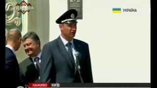 getlinkyoutube.com-Яценюк и Порошенко смеются над кепкой Кличко. Прикол.