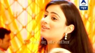 getlinkyoutube.com-Ranvir secretly watching Ishaani in 'Meri Aashiqui..'