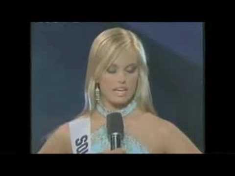 sarah palin bikini. Sarah Palin: The Beauty Queen